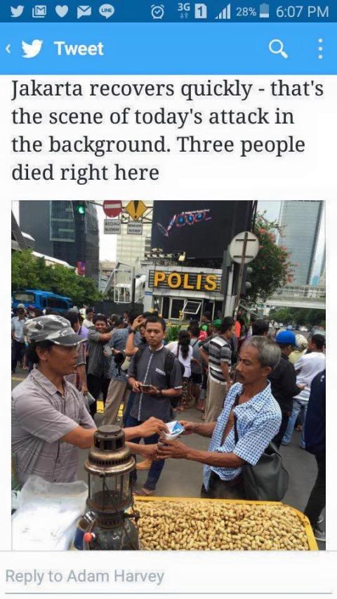 foto sisi unik tragedi bom sarinah jakarta 14 januari 2016 (1)