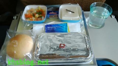 makanan di pesawat Garuda Indonesia dari Jakarta ke Kuala Lumpur