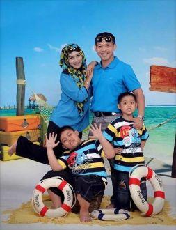 foto ivy safatilah bersama keluarga