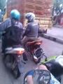 Waspada biker ini berdalih kehabisan bensin dan ban bocor untuk meminta uang…tekape ada di semarang dansekitarnya