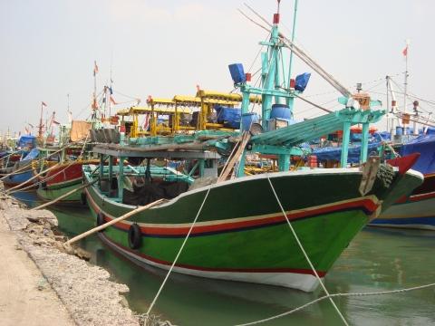 kapal-kapal ikan di pelabuhan rakyat brondong lamongan jawa timur