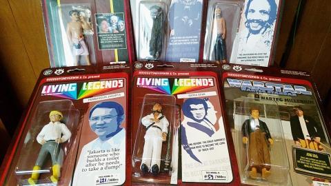 Figurin dengan ikon tokoh-tokoh populer di dalam negeri di bawah label Good Guys Never Win. Kompas/Sri Rejeki (EKI) 30-09-2015