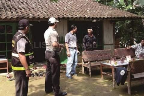 polisi menggagalkan pernikahan sejenis di desa teges wetan kecamatan kepil kab wonosobo maret 2016~02