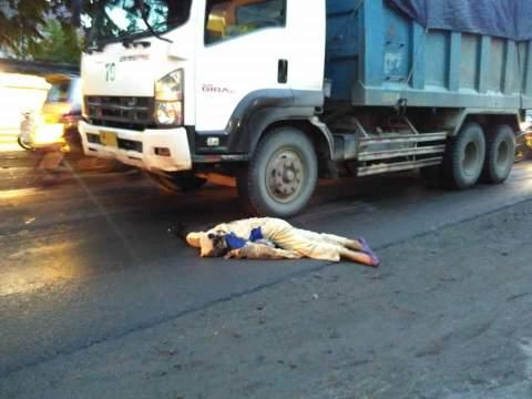 kecelakaan maut di tugu Manyar Gresik hari senin 2 mei 2016