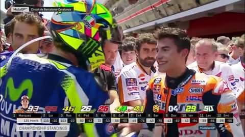 meme salaman Valentino Rossi dan Marc Marquez di GP Catalunya Spanyol 2016~01