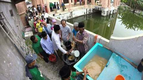 tradisi sangring kolak ayam malam 23 ramadhan di gumeno manyar Gresik ~01