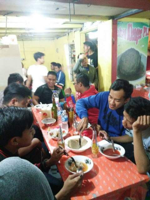 bakso Klenger dengan pentol jumbo di Surabaya tahun 2016~01