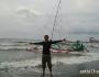 Bermain Ombak di pinggir Pantai Pasir PutihSitubondo