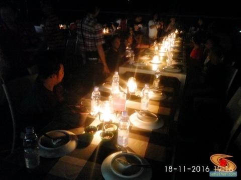 dinner-seafood-di-pantai-jimbaran-bali-tahun-2016-4