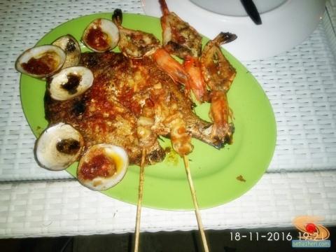 dinner-seafood-di-pantai-jimbaran-bali-tahun-2016-6