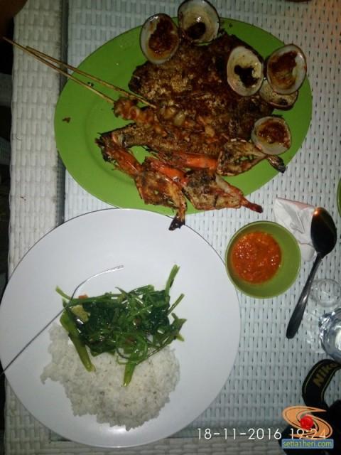 dinner-seafood-di-pantai-jimbaran-bali-tahun-2016-7