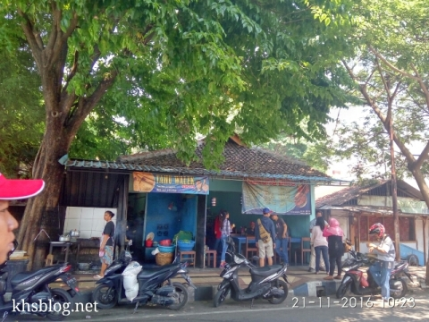 ngincipi-tahu-walik-di-rumah-makan-warung-biru-banyuwangi-2016