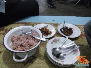 ngincipi-nasi-merah-di-lesehan-pari-gogo-gunungkidul-jogjakarta-tahun-2015-2