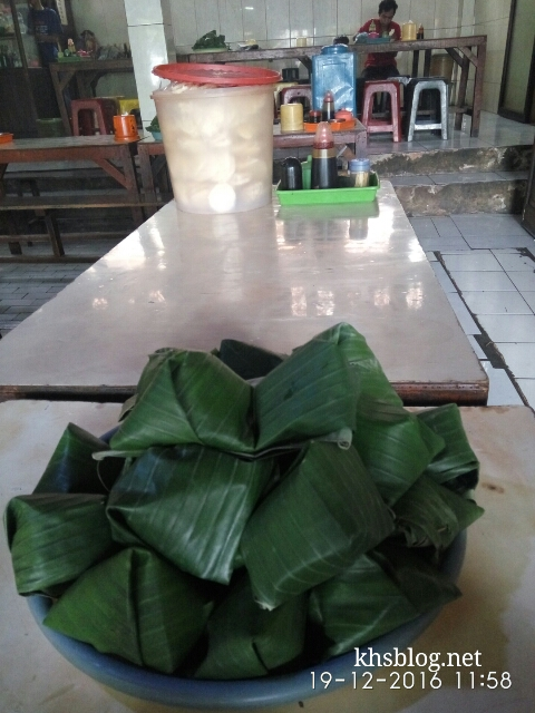 ngincipi-soto-daging-tapak-siring-surabaya-2017