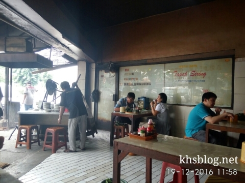ngincipi-soto-daging-tapak-siring-surabaya-201704
