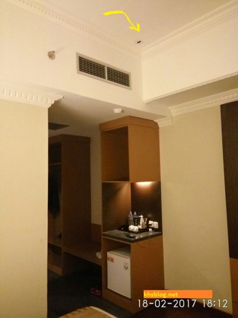 cara-cari-arah-kiblat-di-kamar-hotel-2