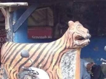patung macan gaul bikin tersenyum tahun 2017~15