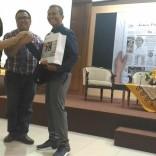 Kuliah Tamu di fisip unair 2017 bersama Dahlan Iskan dengan tema Akankah koran cetak bertahan (10)