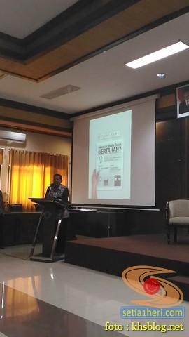 Kuliah Tamu di fisip unair 2017 bersama Dahlan Iskan dengan tema Akankah koran cetak bertahan (4)