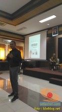 Kuliah Tamu di fisip unair 2017 bersama Dahlan Iskan dengan tema Akankah koran cetak bertahan (7)