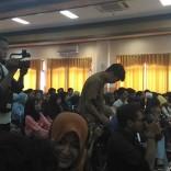 Kuliah Tamu di fisip unair 2017 bersama Dahlan Iskan dengan tema Akankah koran cetak bertahan (8)