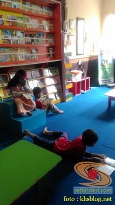 Liburan sekolah, saatnya berkunjung ke Pepustakaan Desa Rumah Pelangi, Suci, Gresik (12)