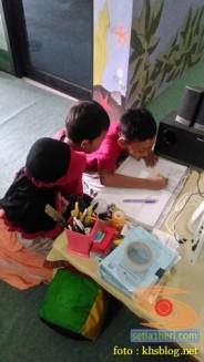 Liburan sekolah, saatnya berkunjung ke Pepustakaan Desa Rumah Pelangi, Suci, Gresik (14)