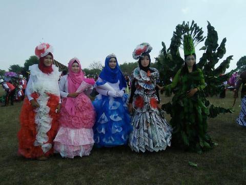 Semarak karnaval 17an di Desa Bulangan, Dukun, Gresik; Ada konstum dari daun gans...