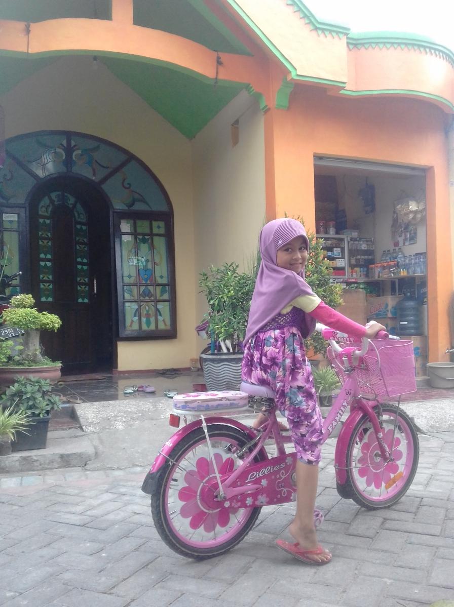Pentingnya Melatih Motorik Kasar Anak dengan Bersepeda Roda Dua